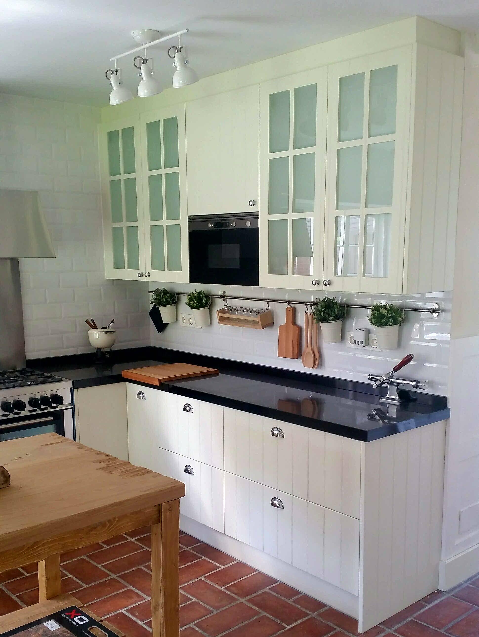 Cocina interiorista maria barrero inalsan - Cocina con microondas ...